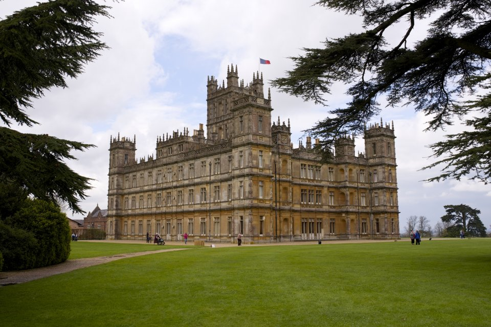 Downton abbey highclere castle capability brown international friends - Downton abbey chateau ...